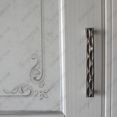 Esempio di maniglia montata su armadio